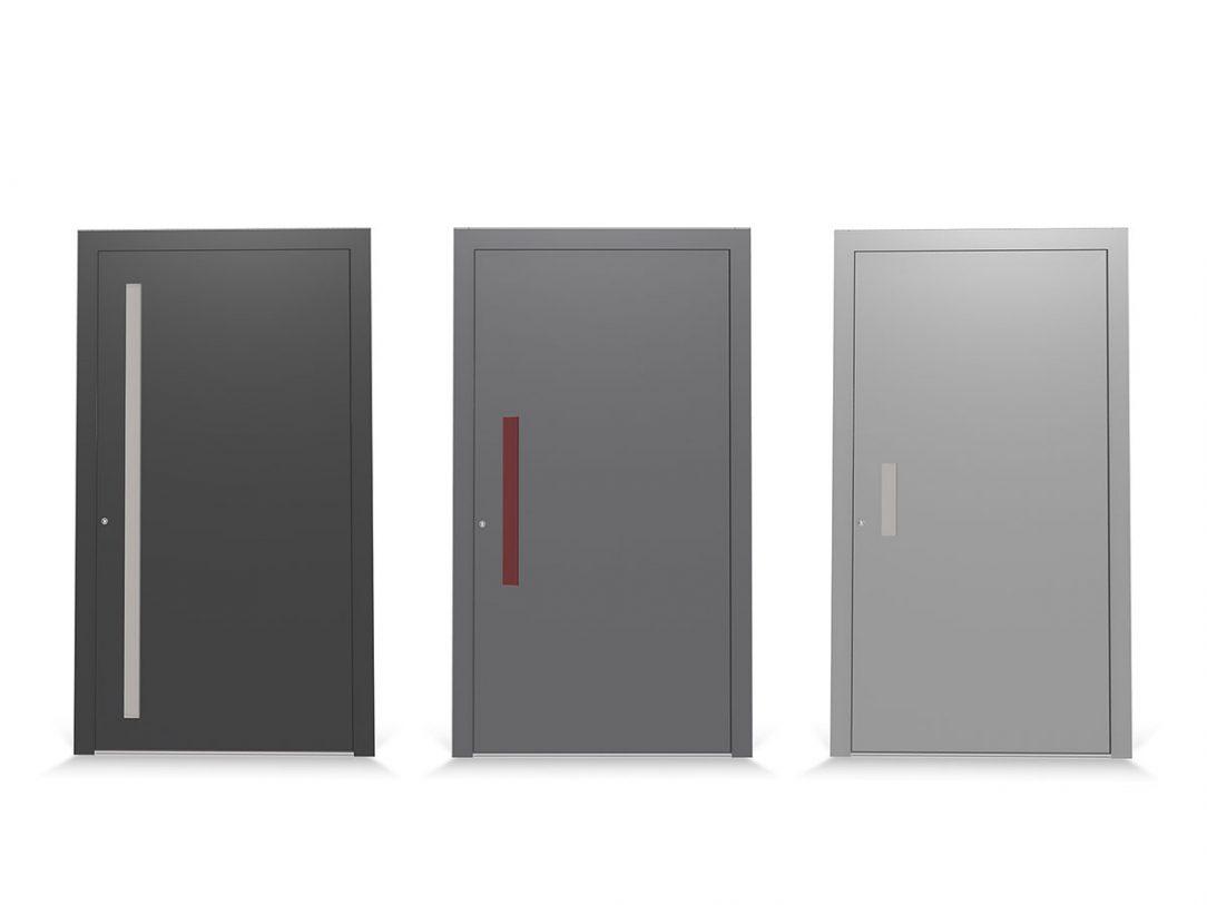 Ergonomické a moderní madlo na venkovní straně vchodových dveří je k dispozici ve třech délkách a volitelně je vybaveno také světelnými LED pásky