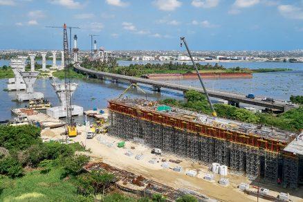 Nový most Pumajero v latinskoamerické Kolumbii je dlouhý 23 km. Vysoké pylony se vypínají až do výšky 80 m.
