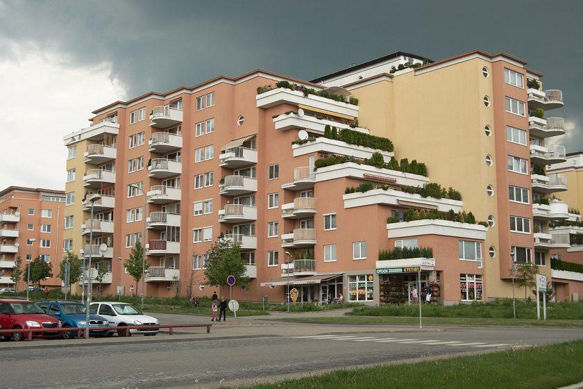 Brno Lesná bytový dům při Okružní ulici náležející ke komplexu Majdalenky I.