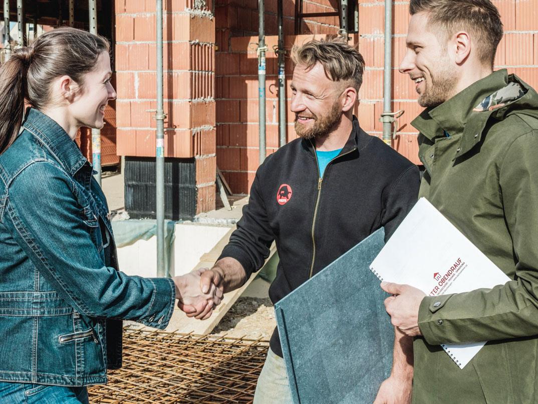 Stavebníka budou kontaktovat až 3 PREFA řemeslníci z blízkého okolí aby vypracovali cenovou nabídku nejen za materiál ale i za práci