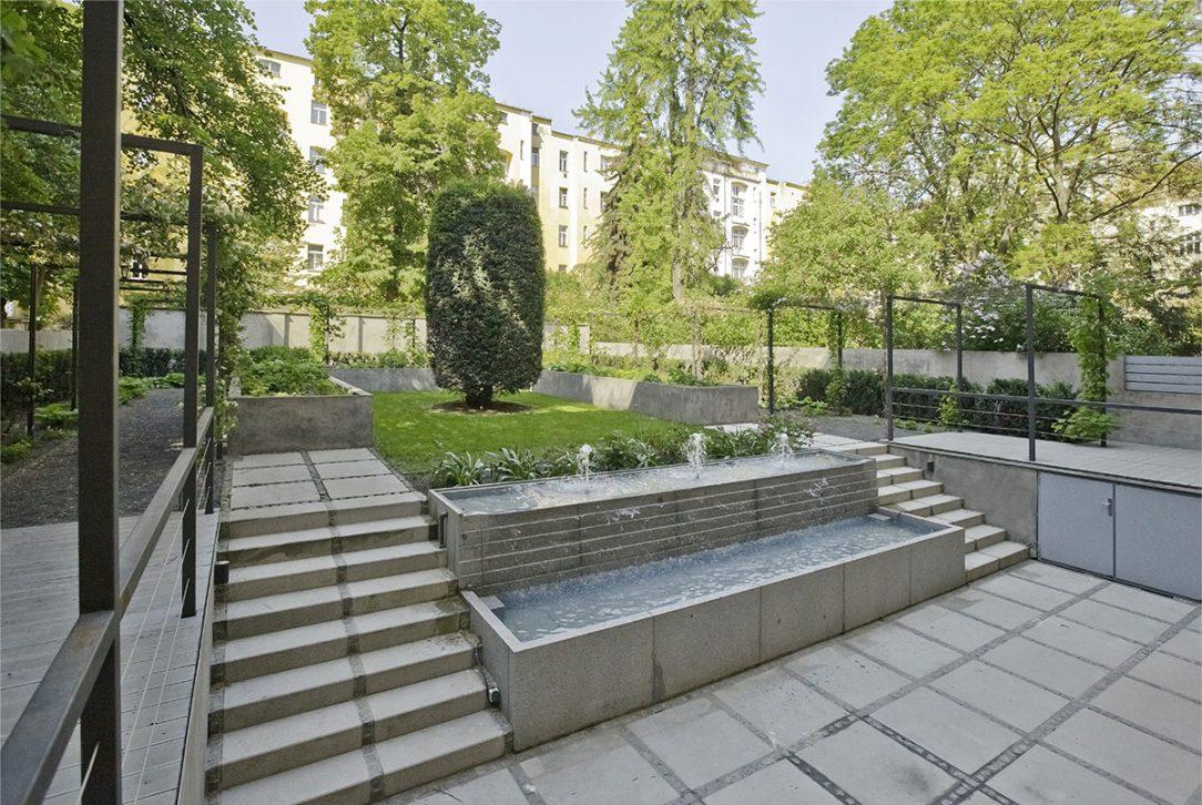 Vodní prvek přináší do zahrady klid a navíc spojuje spodní a horní úroveň.