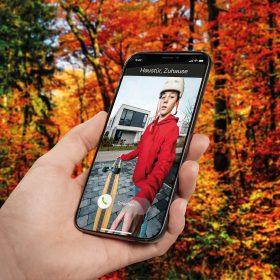 Prostřednictvím aplikace Schüco můžete otevřít vstupní dveře i když právě nejste doma a komunikovat s osobou stojící na prahu vašich dveří.