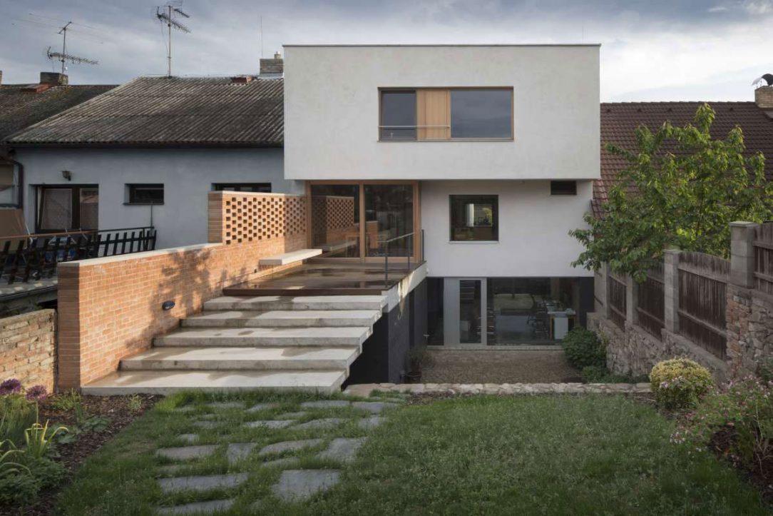 Rodinný dům s ateliérem 14