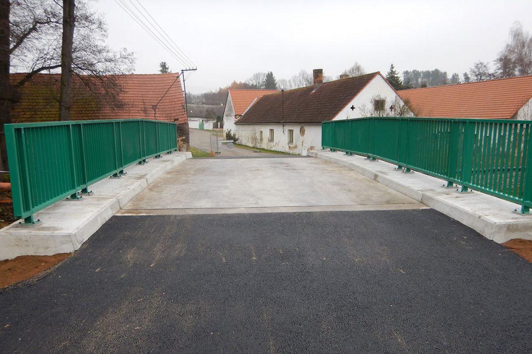 Z pohledu řidiče je most v Bohunicích standardním silničním mostkem.