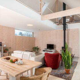 kuchyň propojená s obývacím pokojem