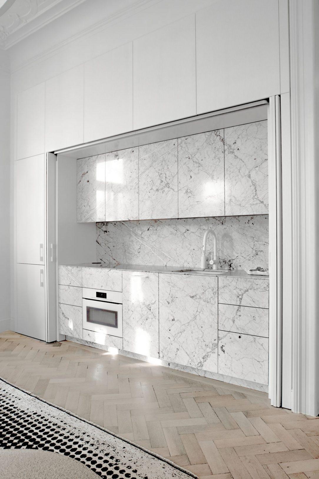 šedobílý interiér 1