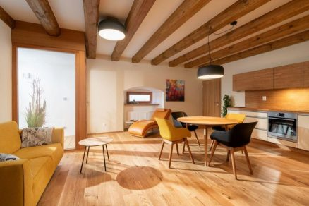 Kuchyň propojena s obývákem