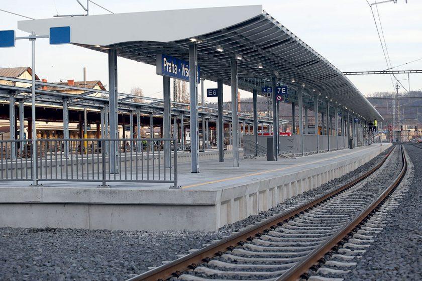 Obr. 1 Zprovozněné čtvrté nástupiště v ŽST Vršovice
