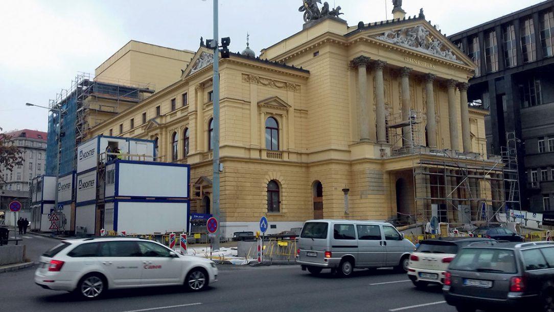 Státní opera prochází od roku 2016 náročnou rekonstrukcí.