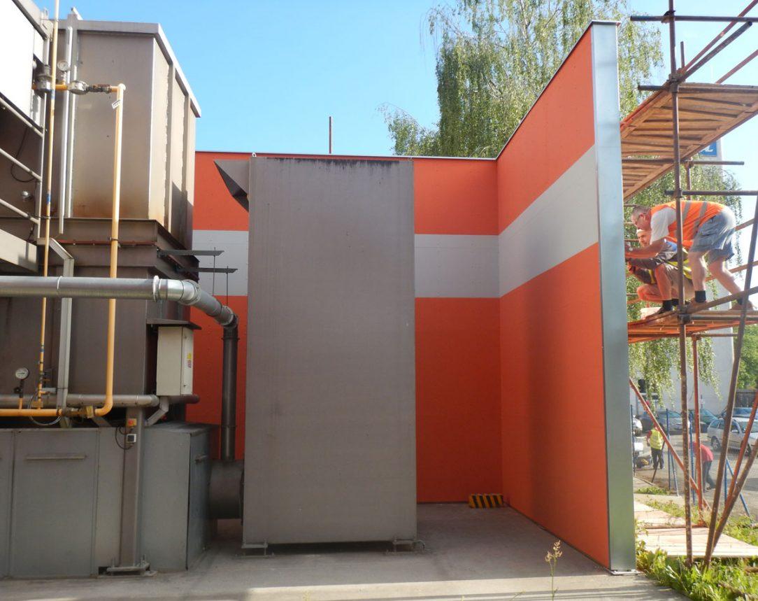 Stěna s odolností 60 minut oddělující technologickou část ve výrobním areálu Fatra je opláštěna cementotřískovými deskami CETRIS® FINISH