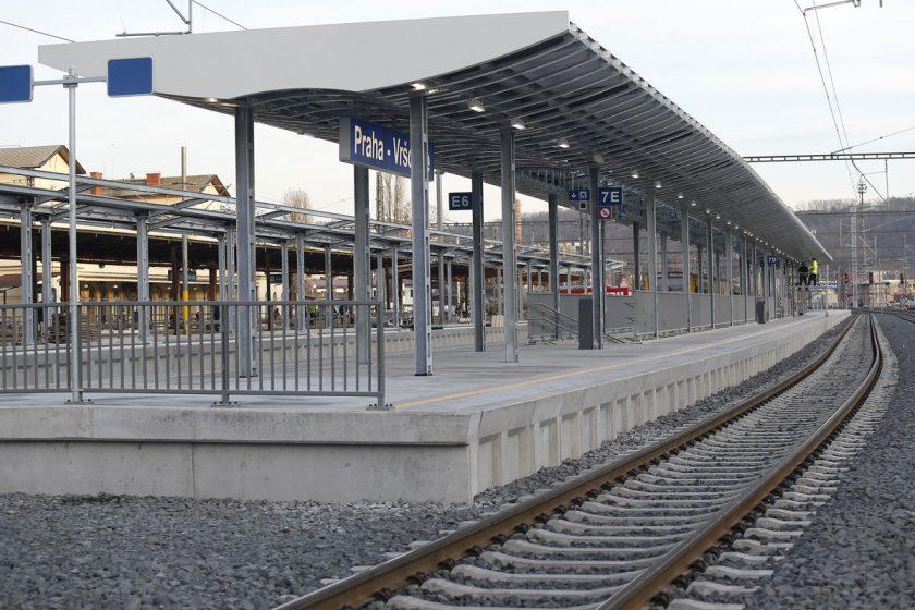 Zprovozněné čtvrté nástupiště v ŽST Vršovice