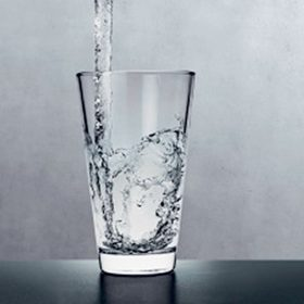 Kvalitní a hygienicky nezávadná pitná voda není zdaleka samozřejmostí ani ve vyspělých evropských zemích. Zásadní je nejen zdroj pitné vody, ale také za jakých podmínek se voda rozvádí a s jakými materiály přichází voda do styku.