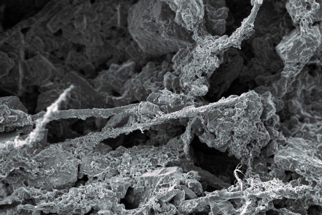 """Omítka TetraCem disponuje optimální mikrostrukturou díky které dosahuje vynikající paropropustnosti a může volně """"dýchat"""""""