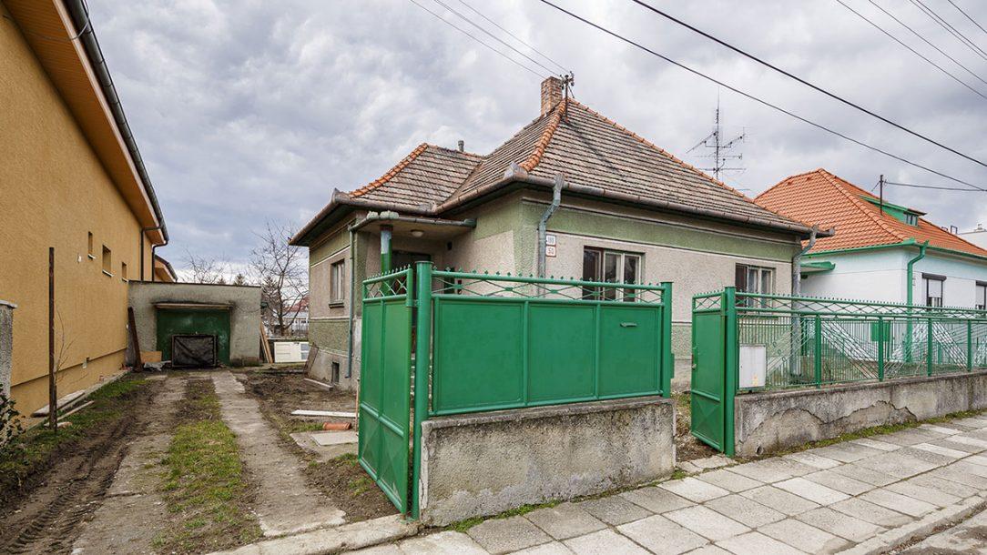 Rodinný dům před rekonstrukcí.