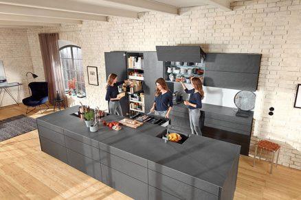 Ze skříněk na podvozcích s kolečky postavíme vaši budoucí kuchyň dříve než si ji koupíte.