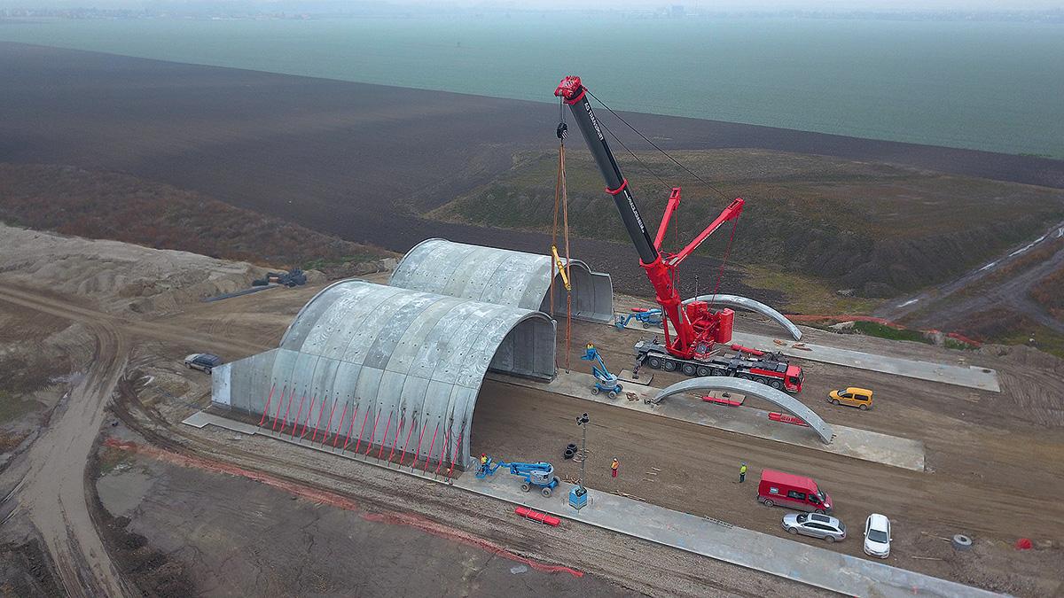 Letecký záběr průběhu montáže – výstavba NK mostu probíhá pouze dva týdny