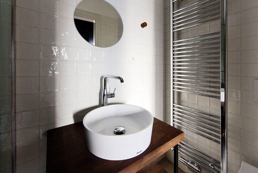 Celek vhodně doplnily koupelnové radiátory elegantního klasického tvaru Zehnder Aura