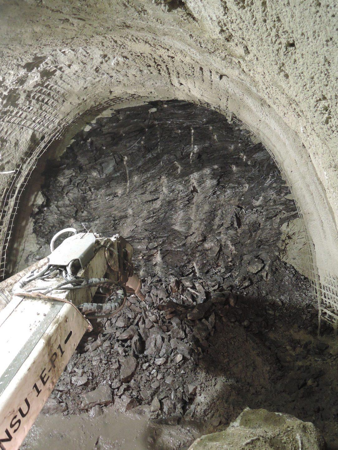 02 Kabelový tunel Invalidovna I ražba v zahořanských břidlicích