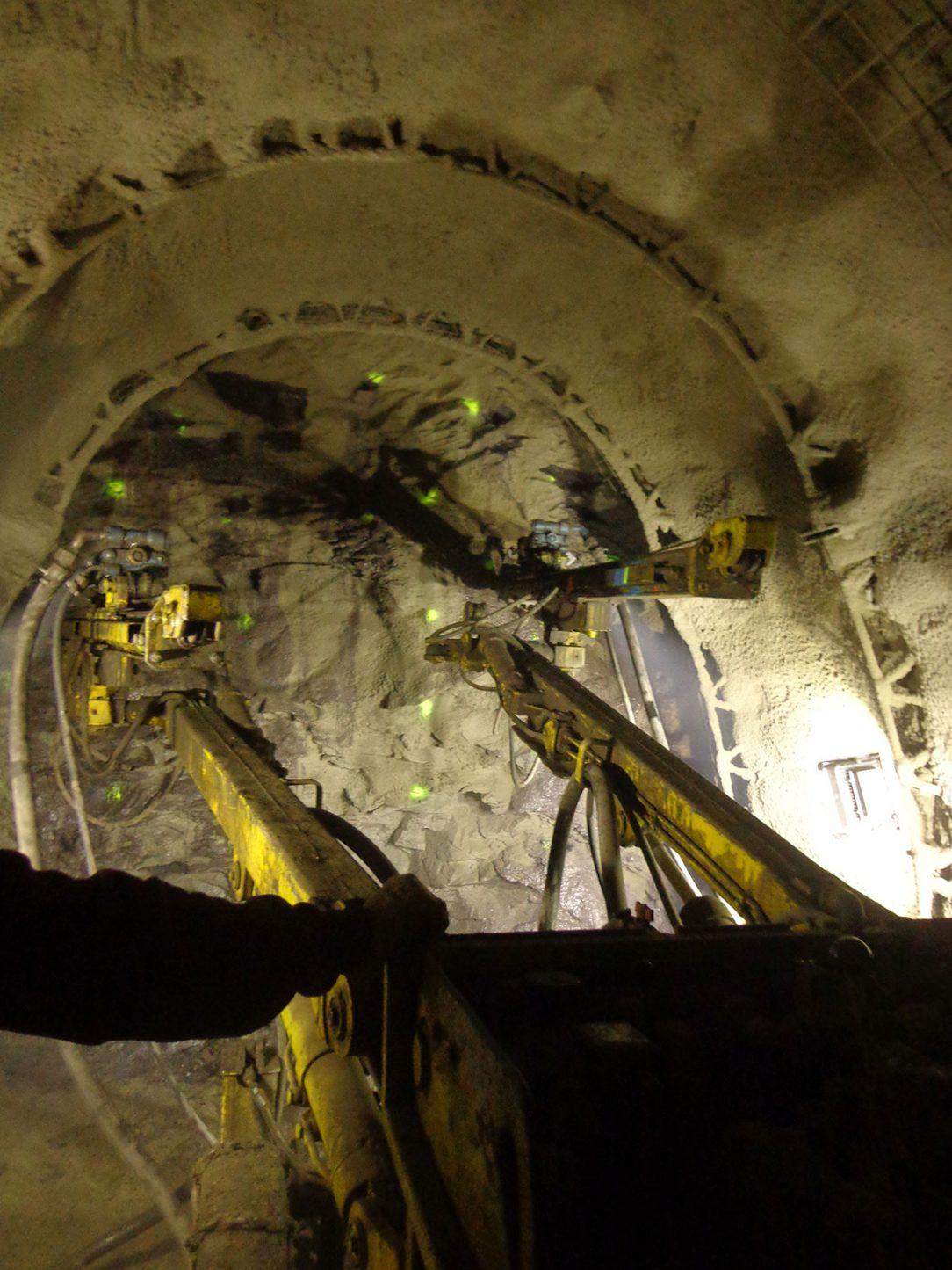 03 Kabelový tunel Karlín J34 J101 navrtání čelby dle vrtného schématu