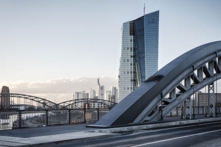 """""""Evropská centrální banka"""" Frankfurt nad Mohanem"""