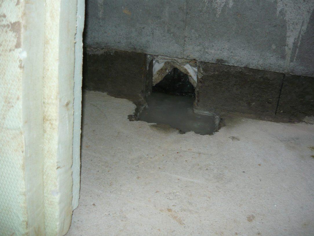 03 Prosakující pata stěny technické místnosti RD