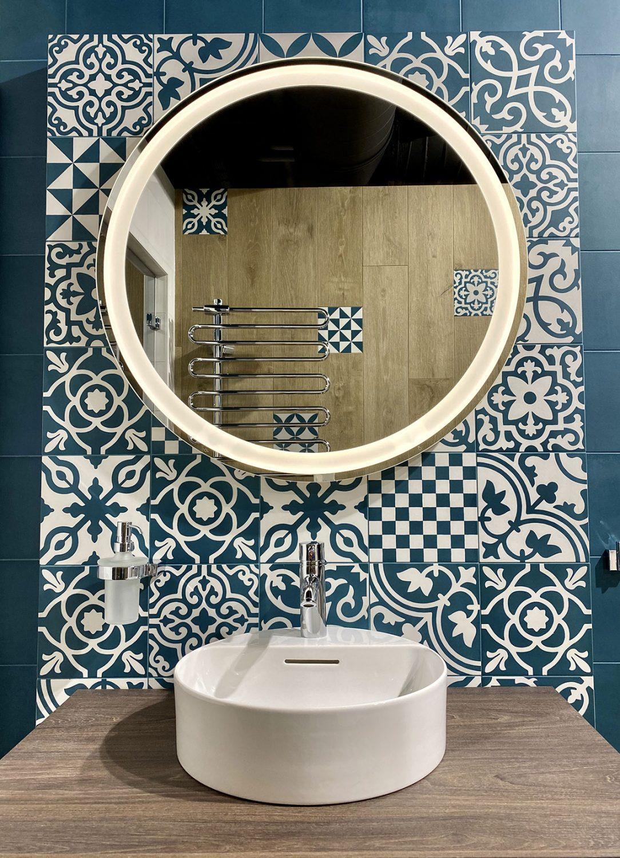 Mozaika v koupelně vytvoří hru tvarů a barev.