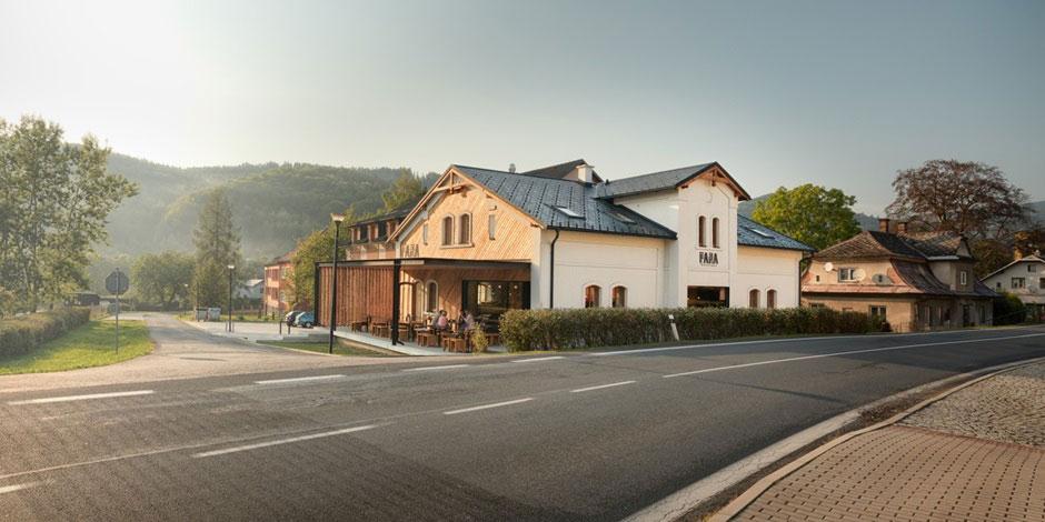 Cílem revitalizace historického objektu původní fary z přelomu 19. a 20. století bylo zachování vnějšího vzhledu domu.