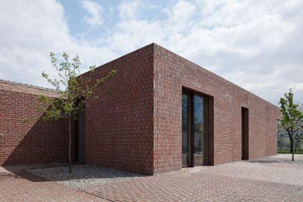 brick house in brick garden jan proksa boysplaynice 09 1200