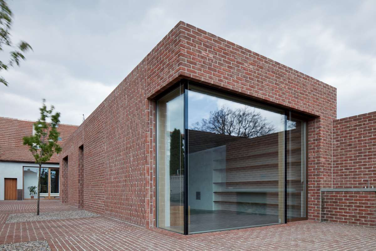 brick house in brick garden jan proksa boysplaynice 10 1200