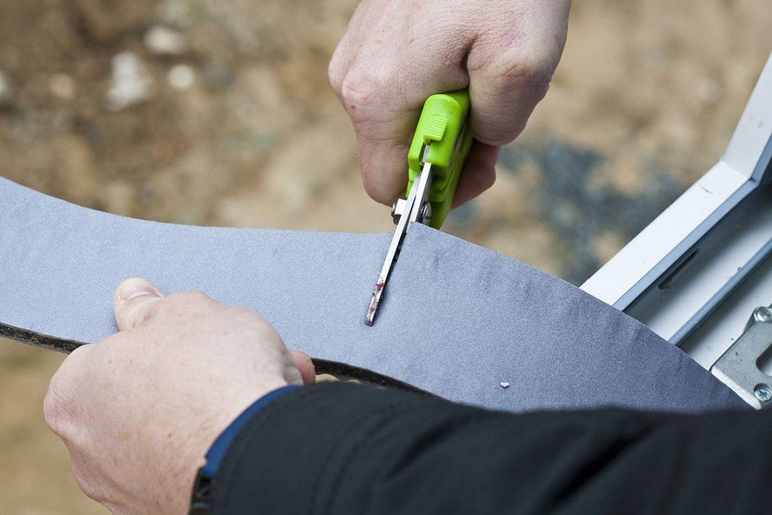 Neimpregnované pěnové pásy výrazně usnadňují manipulaci s páskou její odvíjení a zkracování.