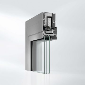 Ve sklopené poloze pro redukci hluku je vnější vzduch přiváděn přes větrací kazety instalované vhorní části rámu protihlukového okna Schüco AWS 90 AC.SI. Díky tomu dochází krozptýlení zvuku.