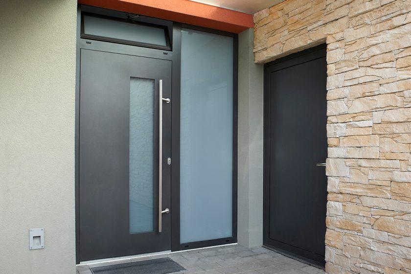 vchodove dvere drevohlinikove prodlouzene madlo nerez foto zdroj VEKRA