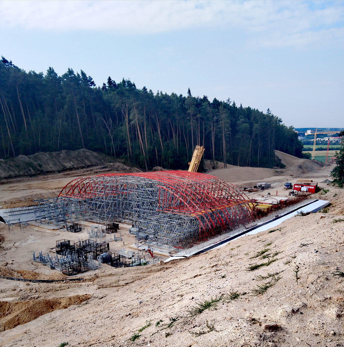 Příprava na betonáž jednopolového monolitického železobetonového biokoridoru s obloukovou konstrukcí zdroj SUSPK