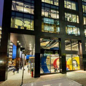 Barevný interiér nové pobočky Googlu v Dublinu