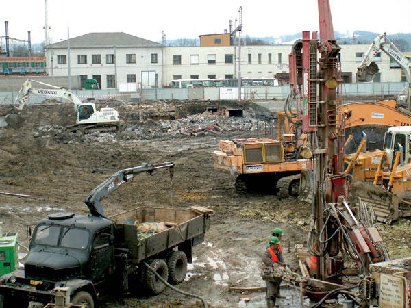 Bezpečná přeprava stavebních mechanismů