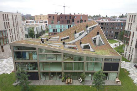 Bytový dům se zelenou střechou