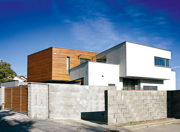 Dům s kontrastem i harmonií