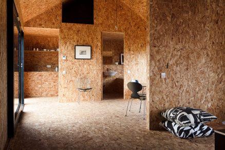 Hřejivý interiér z OSB desek