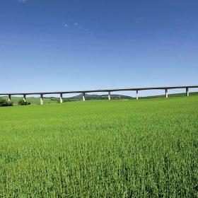 Most přes údolí Hosťovského potoka, rychlostní komunikace R1