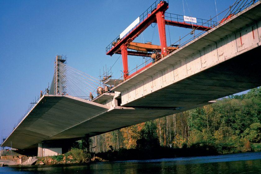 Konstrukce s postupně budovaným příčným řezem