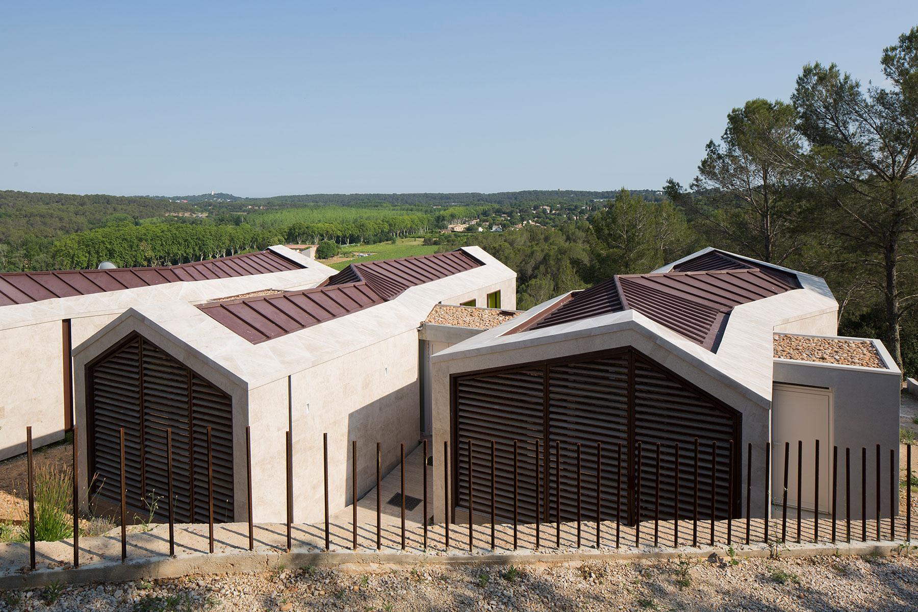 Trojitý dům na vrstevnicích v jižní Francii