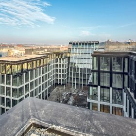 Florentinum v centru Prahy ode dneška nabízí pasáž s obchody