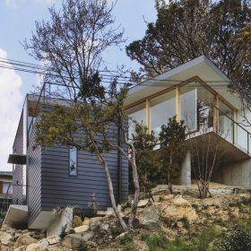Dům ve svahu - japonský minimalismus a rafinovanost