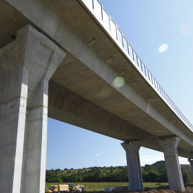 Intervence ČNB činí potíže polovině stavebních firem