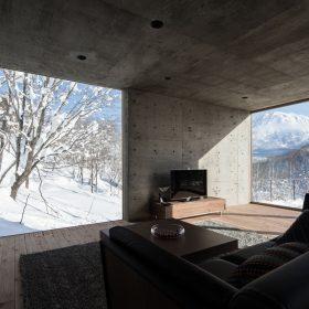 Jednoduchost podtrhl beton v interiéru