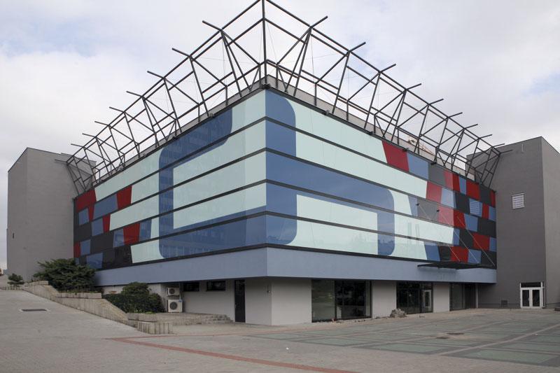 Speciální barevné sklo udělá z fasády originál