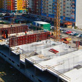 Stavebnictví se v květnu nezměnilo, začalo se ale stavět víc bytů