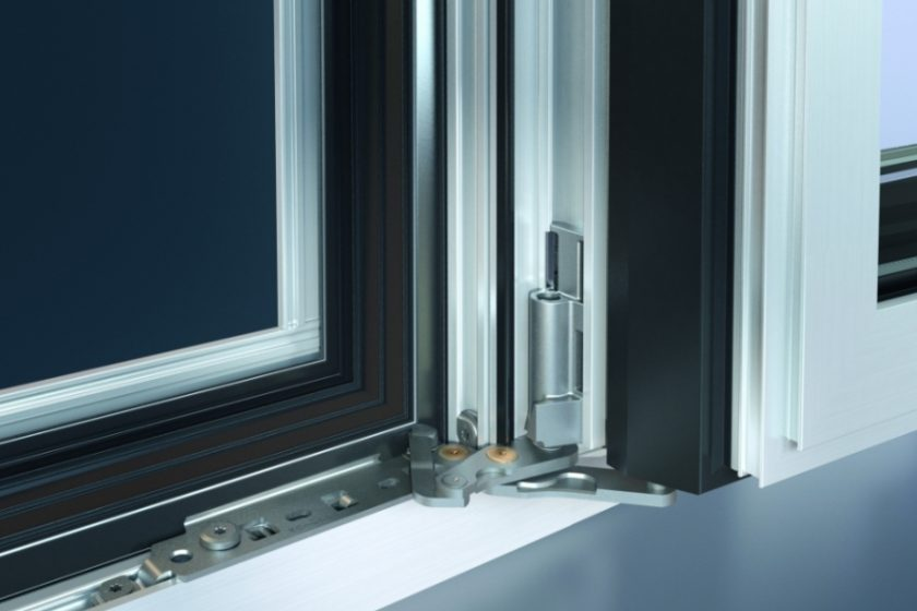 """Aby okna byla """"dokořán"""" - zcela skryté kování s úhlem otevření 180°"""
