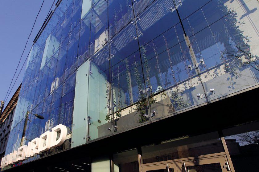Vertikální zahrada je hlavním poznávacím znakem budovy