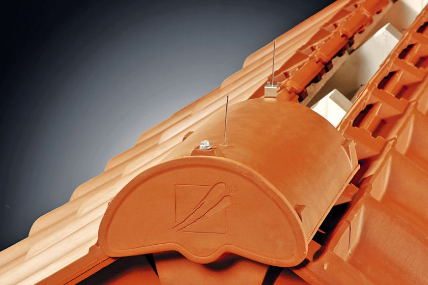 Inovativní systém odvětrání šikmé střechy z keramické krytiny